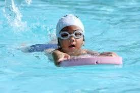 Enfant nageur planche batt