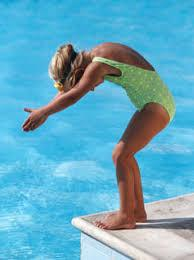Enfant nageur plongeon bord